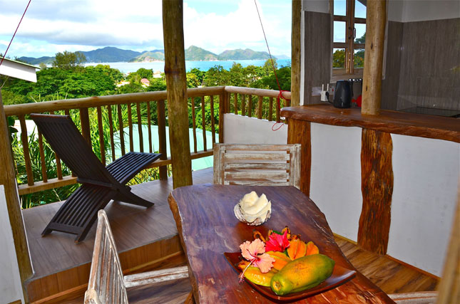 Cottage with terrasse and sea view in Seychelles